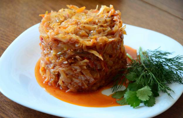 солянка из капусты с мясом рецепт в сковороде с томатной пастой
