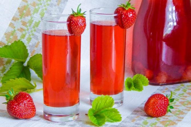 компот из ягод, клубники