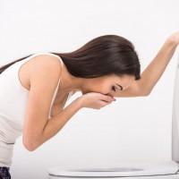Как справиться с тошнотой и болью в желудке