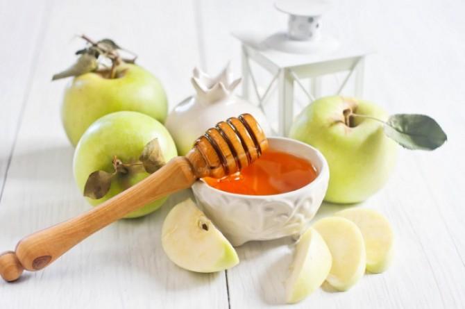 зеленые яблоки с медом