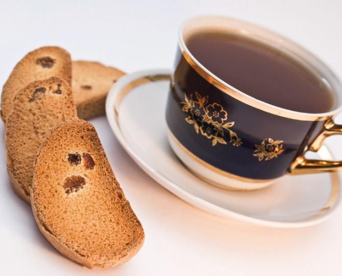 сухарики с чаем