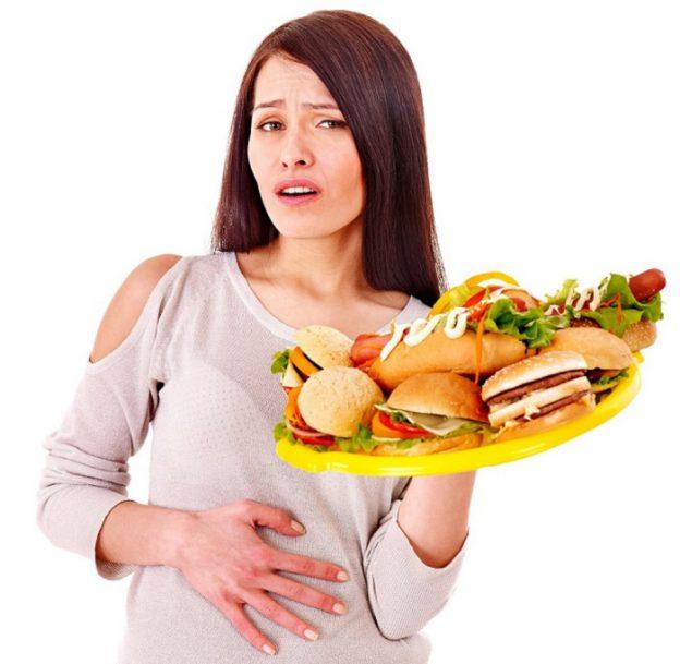 Тошнота связана жирной пищей