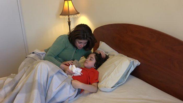 Почему у ребенка болит и ноет низ живота