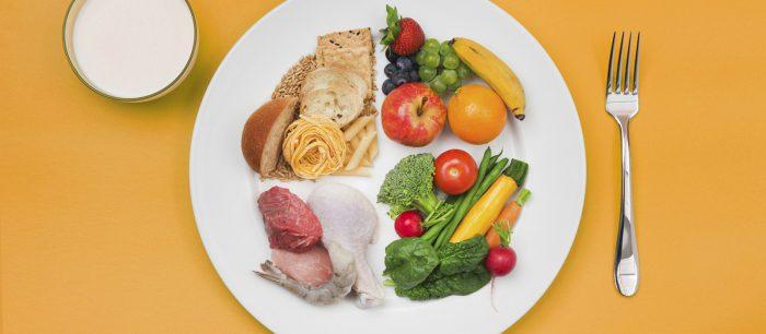 Набор здоровой пищи, фрукты овощи зелень.