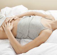 Почему по утрам сильно болит живот и что нужно делать?