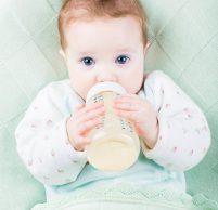 Понос у ребенка 10 месяцев: причины, первая помощь, лечение