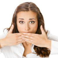 Неприятный запах изо рта — симптом проблем с желудком