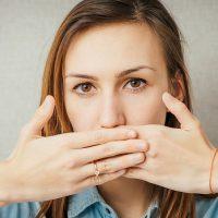 Отрыжка воздухом и постоянная боль в желудке: причины и лечение