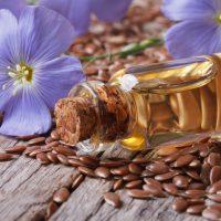 Чем полезно льняное масло, как правильно пить его натощак?