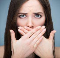 Неприятный запах изо рта при гастрите — один из признаков заболевания