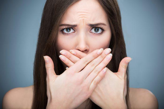 Непрятный запах изо рта