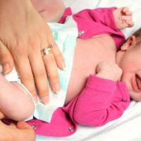 Что делать если  у новорожденного ребенка понос