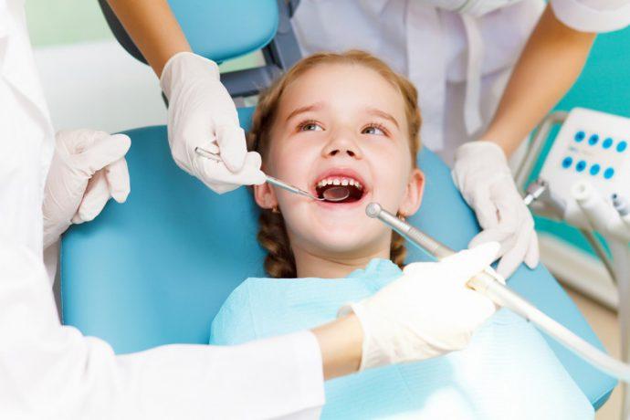 девочка у зубного