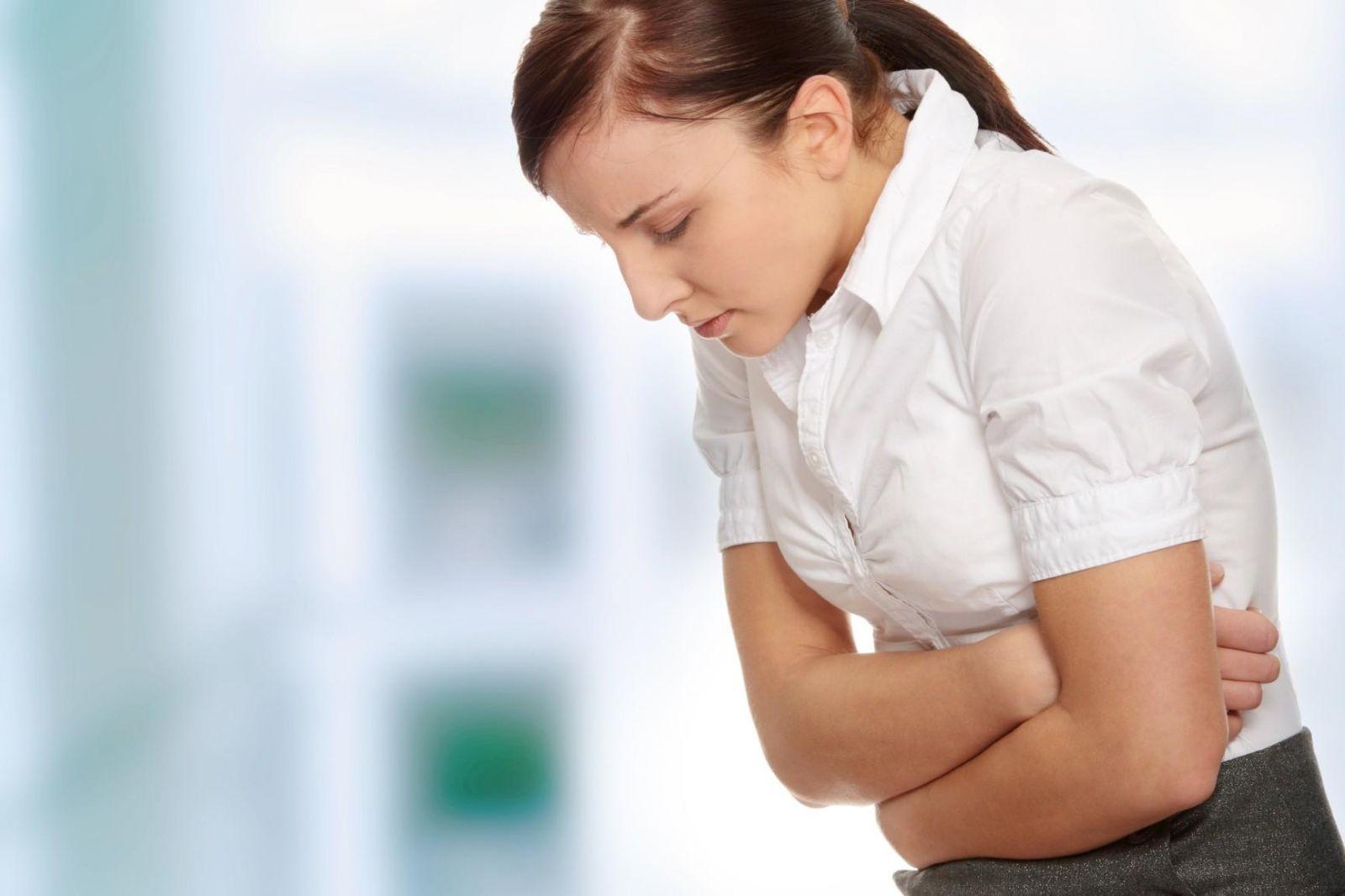 Болит живот и тошнит у девушки что может быть