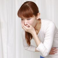 Причины и симптомы желудочного кашля: народное и медикаментозное лечение