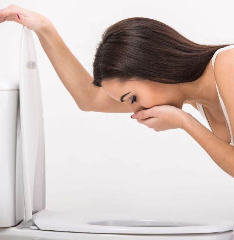 Как быстро вызвать рвоту в домашних условиях - искусственно вызвать тошноту при отравлении