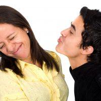 Запах кала изо рта: причины и лечение