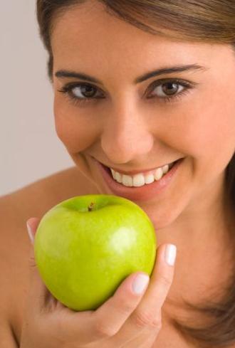 Как влияют яблоки на желудок