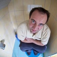 Понос у взрослых: причины, симптомы и способы лечения