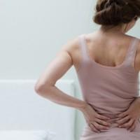 Причины, по которым боль в желудке отдает в спину