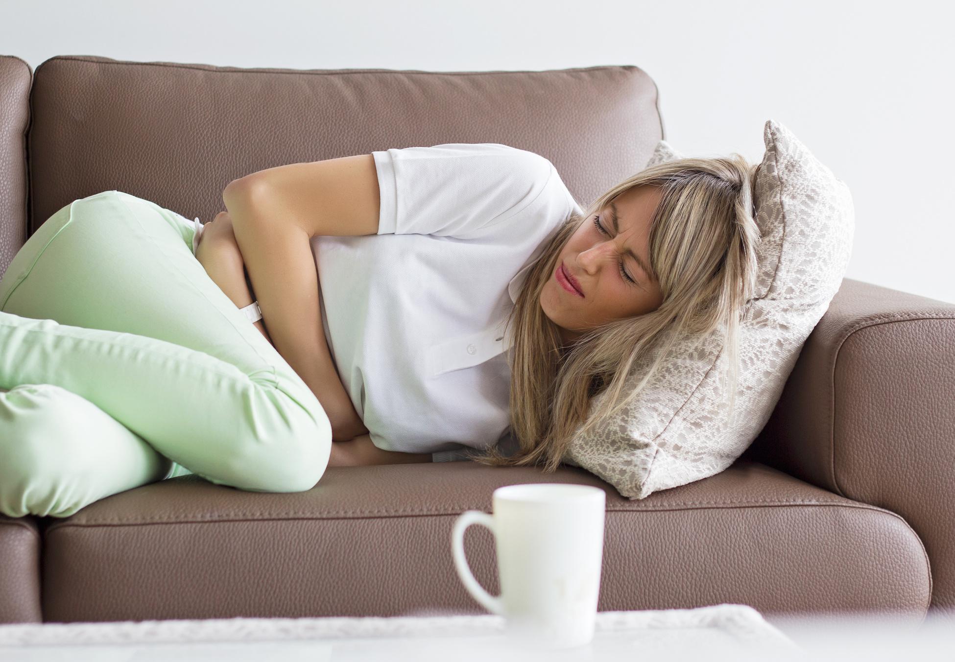 Что делать если болит желудок, поднялась температура, и начался сильный понос