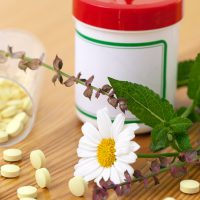 Народное и медикаментозное лечение язвы желудка