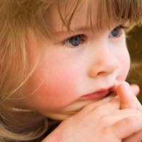 Понос у ребенка в 3 года: как можно помочь малышу?