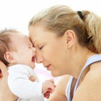 У грудного ребенка болит живот : причины, лечение и профилактика