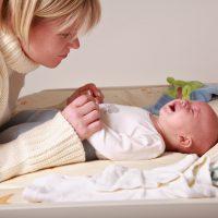 Почему у ребенка бывает твердый и вздутый живот?
