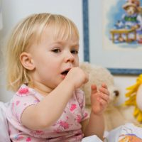 Что дать ребенку при рвоте: лекарственные средства и народные рецепты