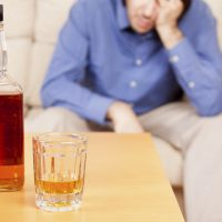 Что делать при алкогольном отравлении – первая помощь