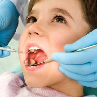 Запах изо рта у ребенка: причины и как от него избавиться?