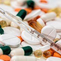 Как быстро в домашних условиях остановить понос у взрослого: медикаменты и народные рецепты