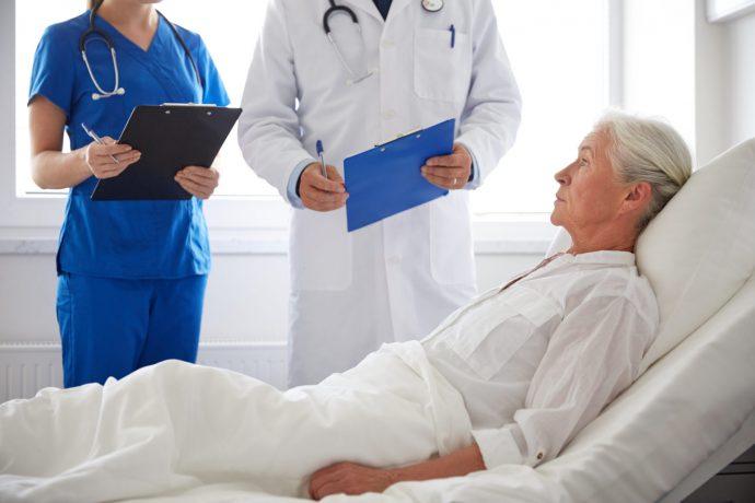 осмотр врачом пациента