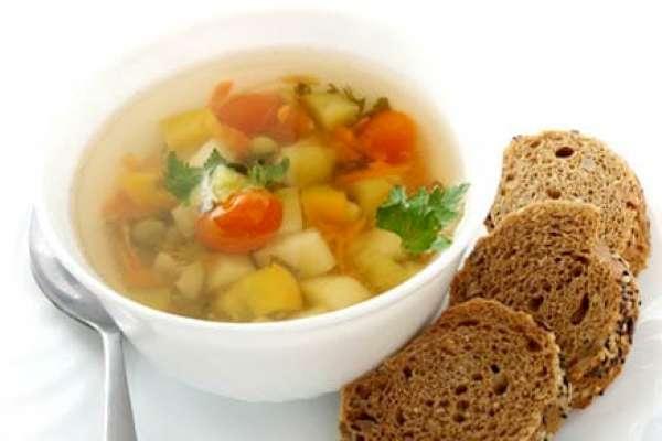 легкий суп с черным хлебом