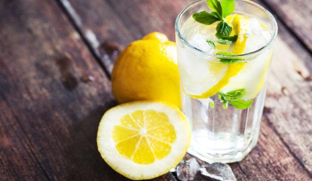 вода с соком лимона